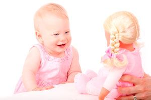 La importancia de jugar con muñecos realistas