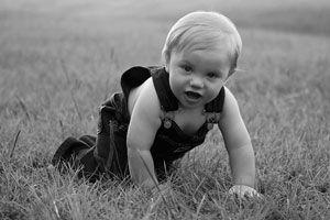 Ilustración de Cómo debe ser el calzado que use el bebé al gatear