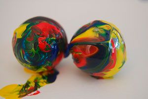 Ilustración de Cómo hacer bolas rebotonas caseras para que jueguen los niños