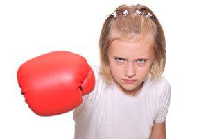 Cómo tratar con niños que pegan. consejos para actuar con niños que golpean. Cómo corregir a un niño que golpea. Cómo tratar con niños golpeadores