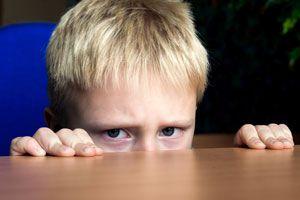 Consejos para ayudar a un niño tímido. Cómo ayudar a un hijo tímido. Qué hacer si tu hijo es tímido. Consejos para ayudar a niños tímidos