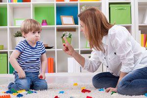 Cómo evitar el chantaje emocional con los hijos. Frases de chataje emocional con los hijos. El chantaje emocional de padres a hijos