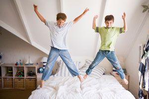 Cómo Enseñar a un Niño a Tender la Cama