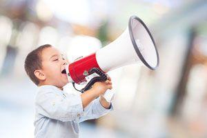 Qué hacer cuando un niño grita. Cómo tratar con un niño que grita. Cómo controlar a niños que gritan mucho. Técnicas para controlar a niños que gritan