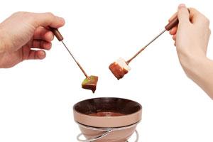 Recetas para hacer fondue de chocolate y otras variantes. Recetas de fondue de chocolate. Cómo preparar fondues fáciles
