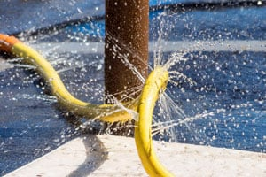 Tips para reutilizar mangueras rotas. Como aprovechar las mangueras viejas. Ideas para hacer con una manguera rota