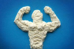 Figura humana hecha con polvo de proteína