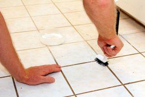 Cómo limpiar los baños con un limpiador casero. método casero para limpiar el baño. Cómo limpiar superficies difíciles con un limpiador casero