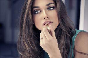 Ilustración de Cómo Obtener un Maquillaje Perfecto Paso a Paso