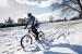 Cómo hacer cadenas para andar en bicicleta en la nieve